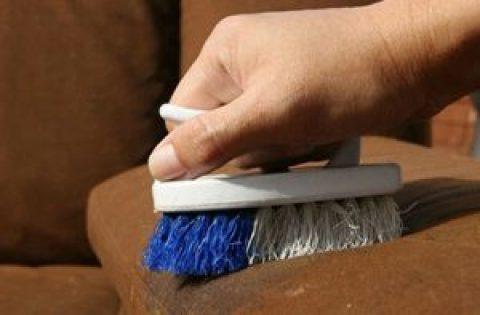 Чем отчистить диван в домашних условиях